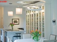 Nowoczesne aranżacje kuchni i jadalni z lampami wiszącymi