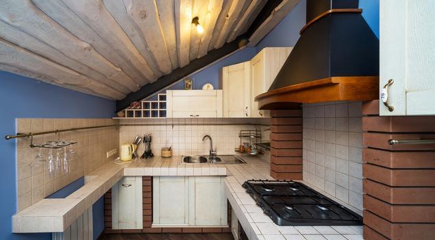 Aranżacja kuchni ze skosem  styl rustykalny -> Kuchnie Na Poddaszu Ze Skosem