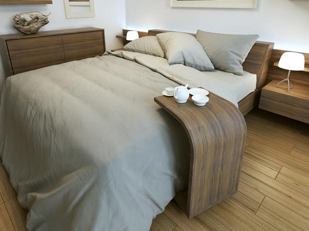 Jak urządzić sypialnię? Drewniana, brązowa sypialnia