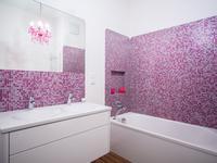 Różowa łazienka, czyli aranżacje małych łazienek