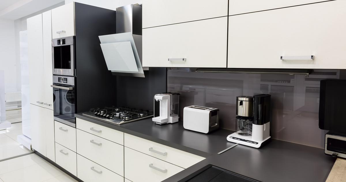Biało czarna kuchnia Nowoczesne wyposażenie kuchni -> Kuchnia Bialo Czarna Brazowa