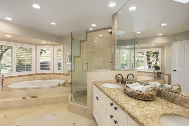 Zobacz Galerię Zdjęć łazienka Z Wanną I Prysznicem Urządzona