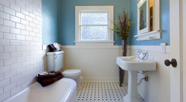 Baterie umywalkowe i zlewozmywakowe – jak dobrać armaturę do klasycznej łazienki i kuchni