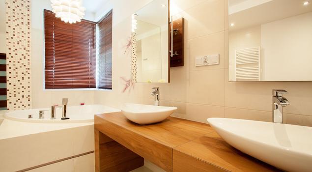 Jasna łazienka Ocieplona Drewnem Elegancka Aranżacja