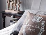 Sypialnia glamour z elementami stylu cottage